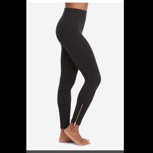 SPANX  Sz S/P Seamless Side Zip Leggings